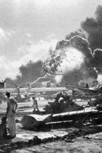 Esplosione a  Ford Island, Pearl Harbour, durante l'attacco del Giappone