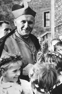 Karol Wojtyla Cardinale in un villaggio di Cracovia nel 1978