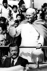 Giovanni Paolo II accolto dalla folla in Messico il 7 febbraio 1979