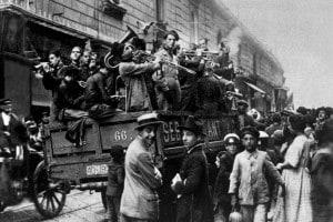 La marcia su Roma:  i romani osservano le bravate dei Fascisti