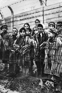Bambini nel campo di concentramento di Auschwitz
