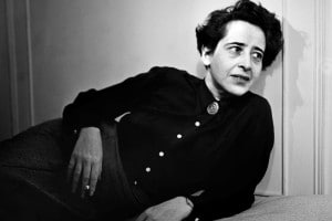 Hannah Arendt nel 1944 in una foto di Fred Stein