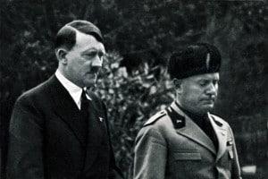 Adolf Hitler e Benito Mussolini, due dei dittatori del Novecento