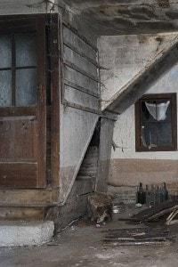 Una casa abbandonata di Erto e Casso dopo il disastro del Vajont