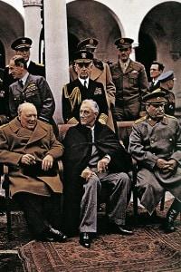 Churchill, Roosevelt e Stalin durante la conferenza di Yalta