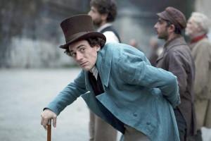 Elio Germano nei panni di Giacomo Leopardi, uno dei principali autori dell'Ottocento