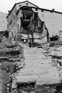 Una casa distrutta dal crollo della diga del Vajont nel 1963