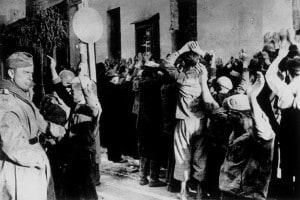 Un'immagine della deportazione dal ghetto di Varsavia