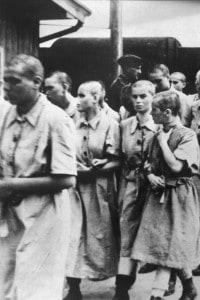 Donne imprigionate nel campo di concentramento di Auschwitz