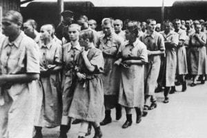 Prigionieri nel campo di concentramento di Auschwitz