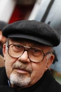 """Piero Terracina durante la manifestazione delle """"Stolpersteine"""" - Pietre d'inciampo - a Roma"""