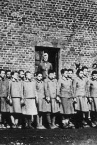 Bambini in un campo di lavoro in Polonia nel 1945
