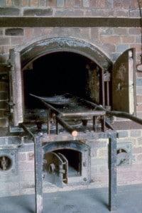 Forni crematori nel campo di concentramento di Dachau, in Germania.