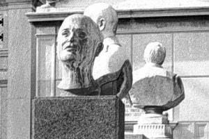 Busto di E.A. Mario, autore de La canzone del Piave