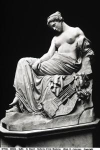Scultura raffigurante la poetessa Saffo
