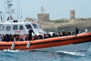 Alcuni immigrati salvati in mare dalla capitaneria