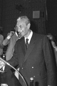 Stretta di mano tra Aldo Moro ed Enrico Berlinguer