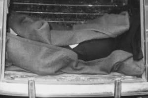Il corpo di Aldo Moro nel bagagliaio della R4