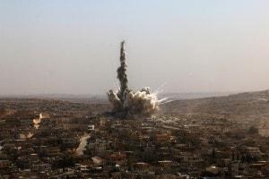 Una bomba sganciata da un aereo russo colpisce Aleppo