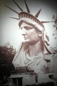 La testa originale della Statua della Libertà mostrata ai parigini