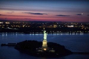 La statua della Libertà nel porto di New York