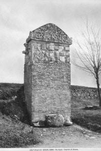 Veduta della tomba di Seneca, nella via Appia Antica a Roma