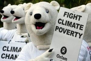 Manifestazione di alcuni attivisti Oxfam durante il raduno del 2007 dei membri della Convenzione quadro delle Nazioni Unite sui cambiamenti climatici