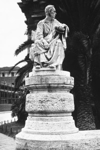 Statua del giureconsulto Lucio Licinio Crasso, vero avversario di Spartaco