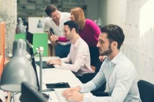 Se hai frequentato un periodo di alternanza scuola-lavoro probabilmente sai già cosa può essere utile a un'azienda di un determinato settore. Parti da lì e dalla tua esperienza.