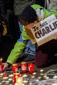 Candele dopo la strage di Charlie Hebdo del 2015
