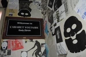 Il Cabaret Voltaire, luogo di ritrovo degli esponenti del Dadaismo
