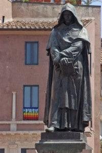 Giordano Bruno, condannato per eresia, fu arso sul rogo il 17 febbraio 1600