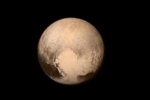 Plutone in un'immagine pubblcata sul profilo Twitter della Nasa