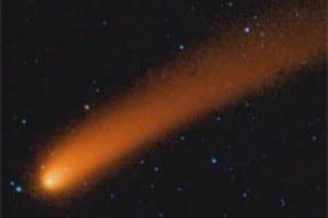 La coda di polvere della cometa Siding Spring, nella galassia Andromeda