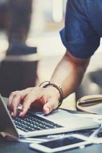 Internet ha portato una maggiore disponibilità e velocità dell'informazione. Ma quali sono le conseguenze?