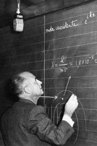 Enrico Fermi durante una lezione