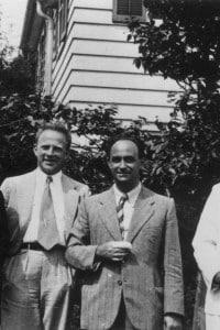 Enrico Fermi insieme al gruppo dei ragazzi di via Panisperna