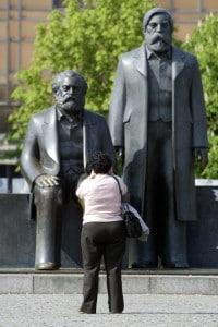 Statua dedicata a Marx ed Engels a Berlino