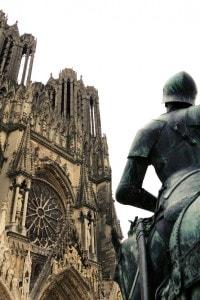 La cattedrale di Reims del 1.200 e la statua di Giovanna D'Arco