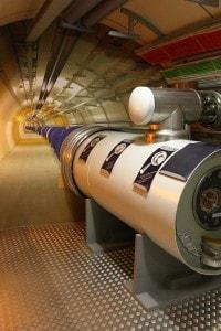 Un modello di acceleratore di particelle - Large Hadron Collider (LHC) - nel CERN di Ginevra. La macchina si trova in un tunnel di 27km di circonferenza e si ritiene possa portare alla scoperta di nuove tipologie di particelle.