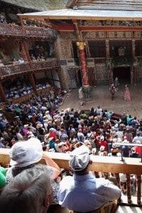 Il Globe Theatre, ricostruito a Londra nel 1996, ricalca nella forma e nella struttura quello che fu l'antico teatro che ospitava i drammi shakespeariani nel '600.