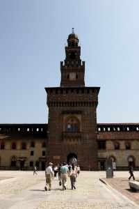 L'imponente Castello Sforzesco di Milano mantiene nelle sue fondamenta una traccia della fortificazione viscontea realizzata nel '300
