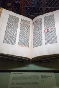 Il primo libro stampato: la Bibbia di Gutenberg