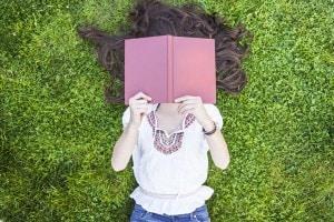 Quali sono i libri italiani da leggere a 18 anni? Ecco la nostra classifica (che in parte coincide con la vostra!)