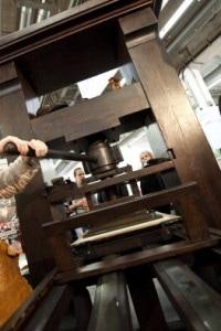 Una riproduzione della macchina di Gutenberg
