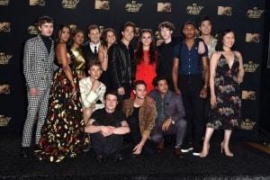Il cast di 13 reasons why alla premiazione degli MTV Movie Awards 2017