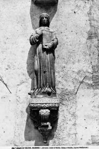 Statua raffigurante il poeta latino Publio Ovidio Nasone, opera conservata nel Cortile del Complesso dell'Annunziata, a Sulmona