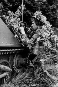 1939: un soldato trasmette messaggi radio ai suoi commilitoni