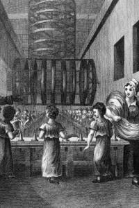 Donne e bambini in fabbrica