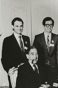 Alcuni premi Nobel del 1986 Gerd Binnig, James M. Buchanan e Stanley Cohen